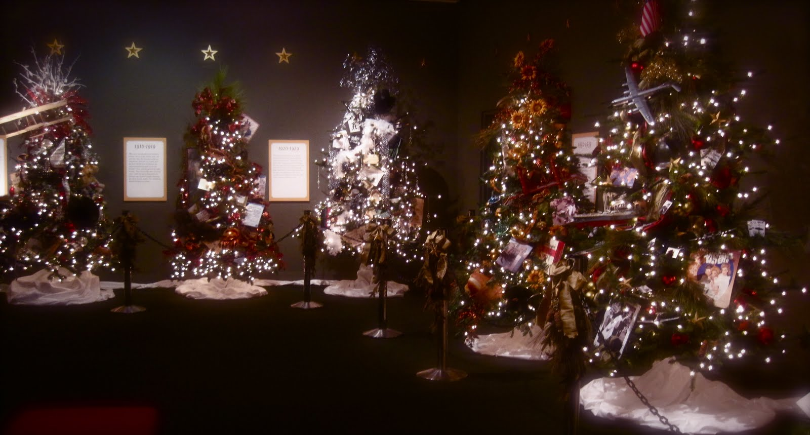 Cobalt Violet: A Christmas Tree Exhibition!!!