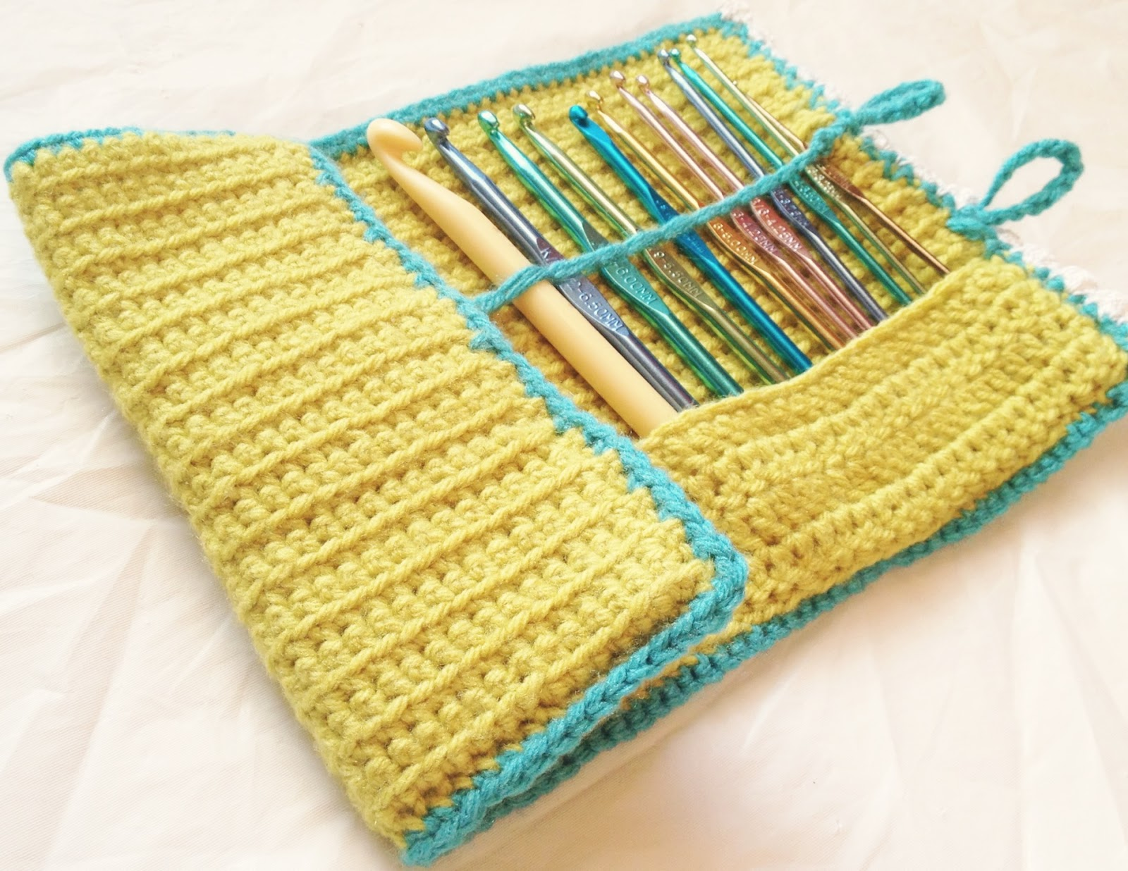 M O T H E R Of B E E E S Diy Crochet Hook Case