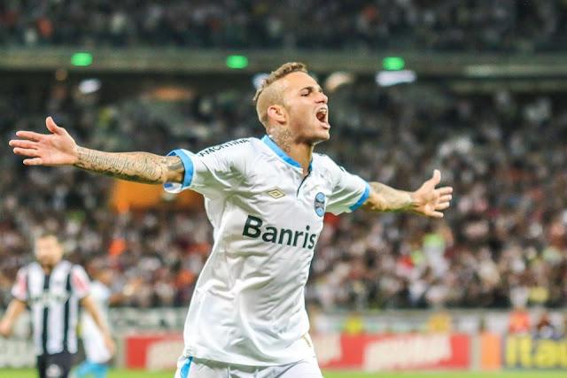 Luan marcou o segundo gol do Grêmio contra o Atlético-MG, na surpreendente vitória gaúcha no Mineirão.