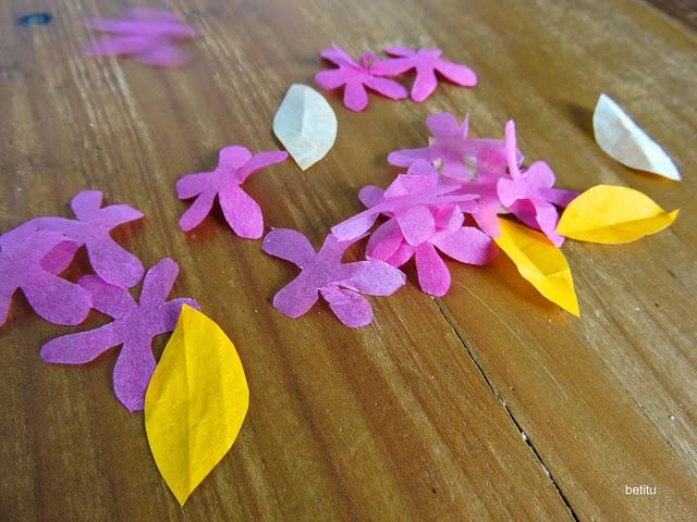 Llueven flores de papel by betitu