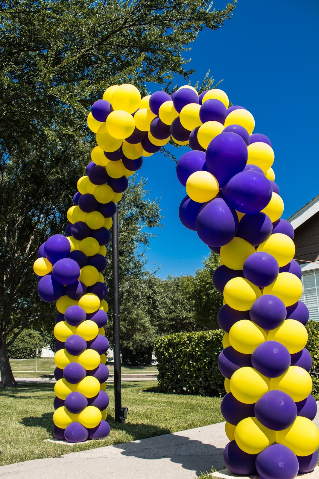 Balloon arch balloon ideas balloon decorations outdoor decorations - Santo Diamond Balloon Design Outdoor Balloon Arch