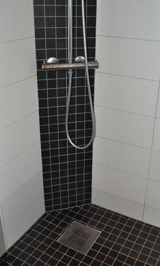 svart armatur dusj