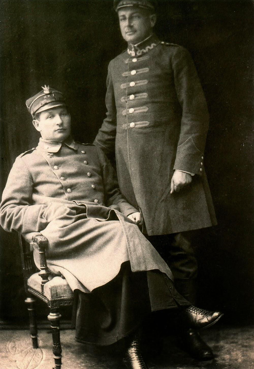 Autor tego wspomnienia [ks. Józef Barański] posiada zdjęcie Ks. Sykulskiego w mundurze wojskowym z okresu gdy był kapelanem (ochotniczym) w czasie wojny polsko - bolszewickiej w r. 1920. Kopia w zbiorach Marcina Brzezińskiego.