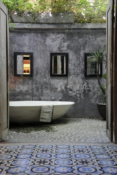 Bathtub that is outdoors