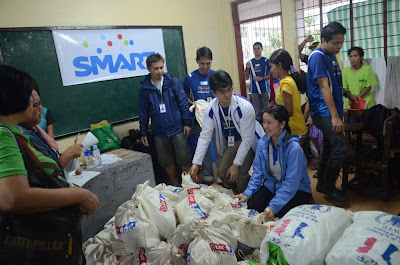 Smart and PLDT volunteers joint effort for relief goods packing