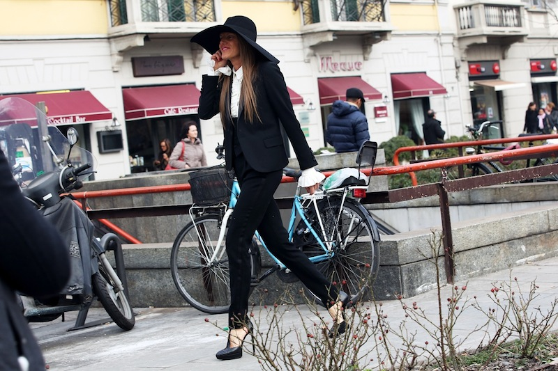 bikepretty, bike pretty, cycle style, cycle chic, bike model, street style, bike fashion, bike girl, bicycle girl, fashion girls on bikes, fashion week, milan, anna dello russo