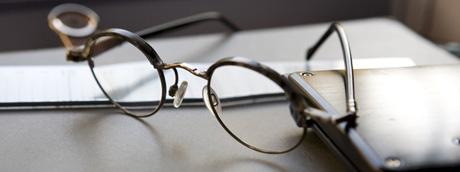 Kenzaburo Oé, gafas