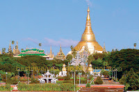 Yangon shwedagon pagoda seen from people park