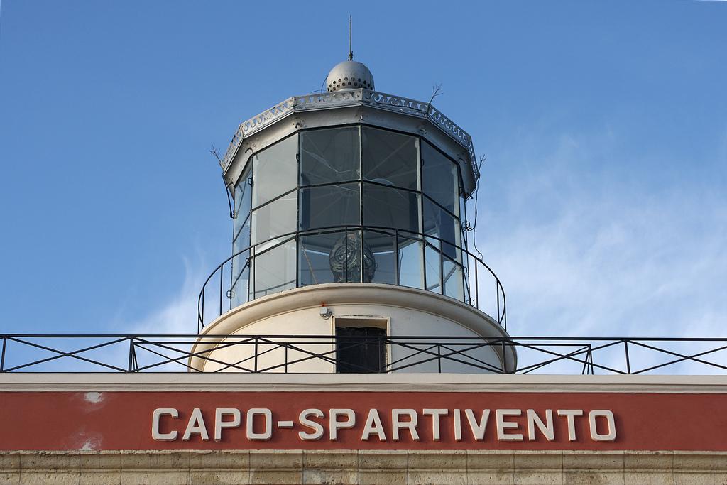 Bien Vivre: L\'unico hotel in Italia situato in un faro...