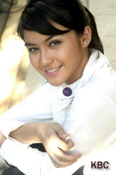 http://2.bp.blogspot.com/-CuoHMqvLUqs/Tebieeb3qCI/AAAAAAAAGW8/2_KaaEGPdEI/s1600/Foto+Syur+Revalina+S+Temat.jpg