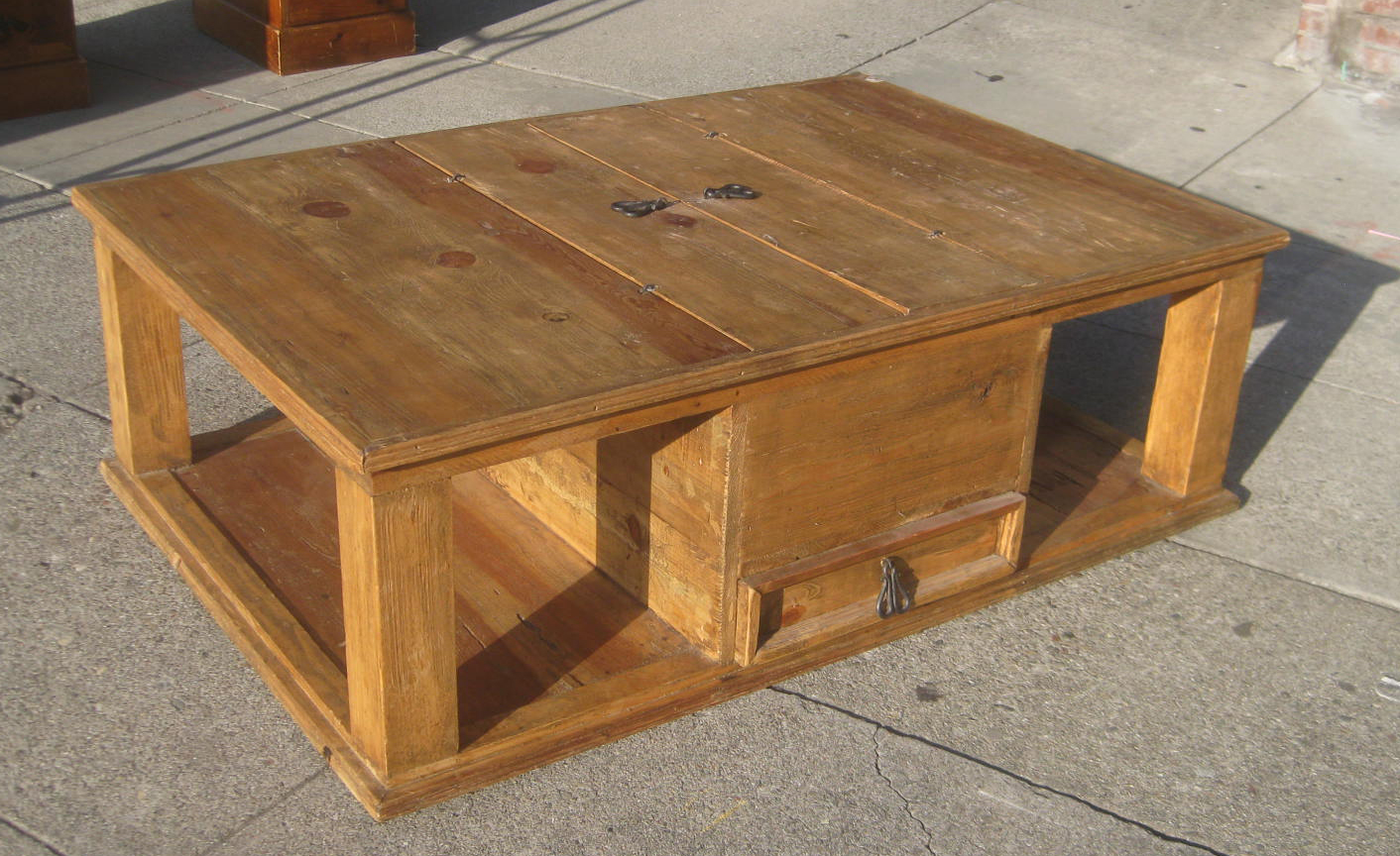 Uhuru furniture collectibles sold mexican coffee for Mexican style coffee table