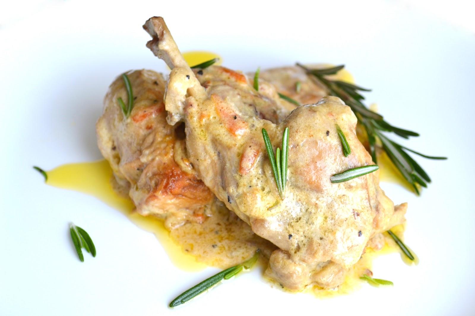 Кролик в сметане тушеный на сковороде рецепт пошагово