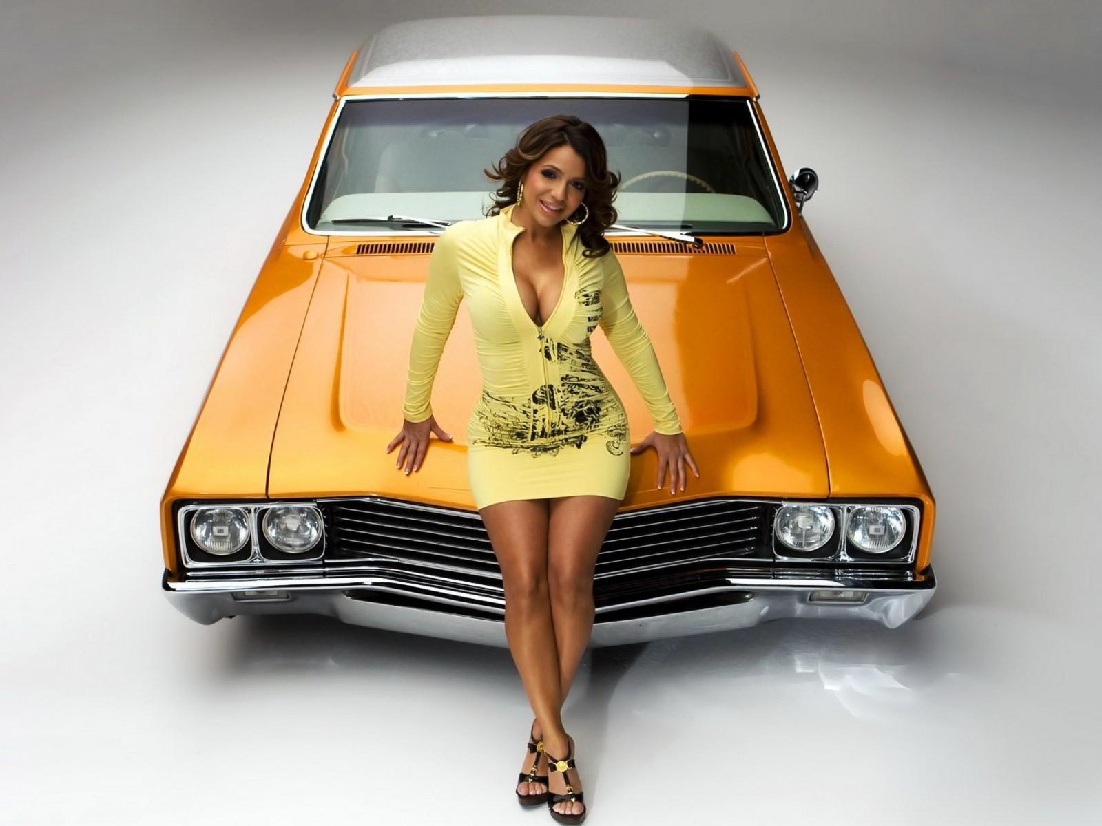 http://2.bp.blogspot.com/-Cv6KQgDeOLc/ToX6uf7HOVI/AAAAAAAAAFY/yUcLtcaKnmc/s1600/hot_car_girl_wallpaper.jpg