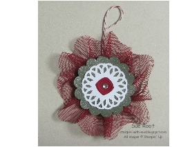 http://stampin-with-sue.blogspot.com/2012/08/christmas-ornament.html