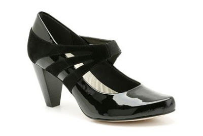 Black patent Mary Jane pumps
