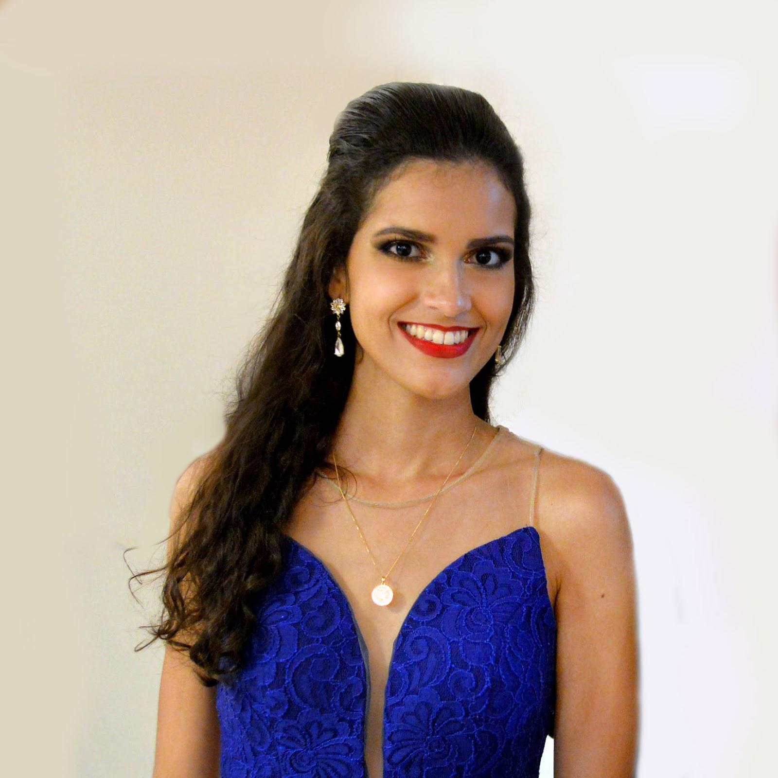 Maquiagem com vestido azul royal