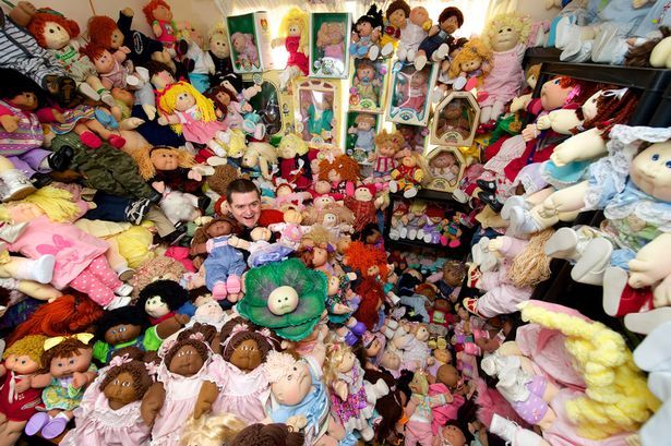 Wah, Pria Ini Koleksi 600 Boneka! [ www.BlogApaAja.com ]