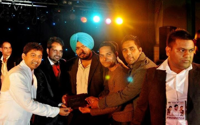 Award Of Honor To Amrinder Gill On Perth Punjabi Mela
