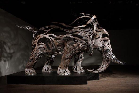 Kang Sung Hoon  esculturas de animais ao vento com tiras de metal Elefante