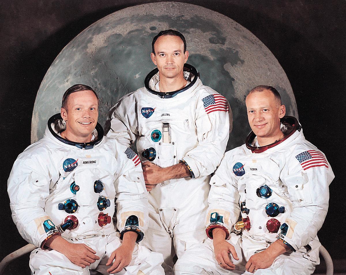 http://2.bp.blogspot.com/-Cw1iULrjrWk/T-_L9YshVsI/AAAAAAAAA0w/dyIAeKPVfos/s1600/Crews+of+Apollo+11.jpg