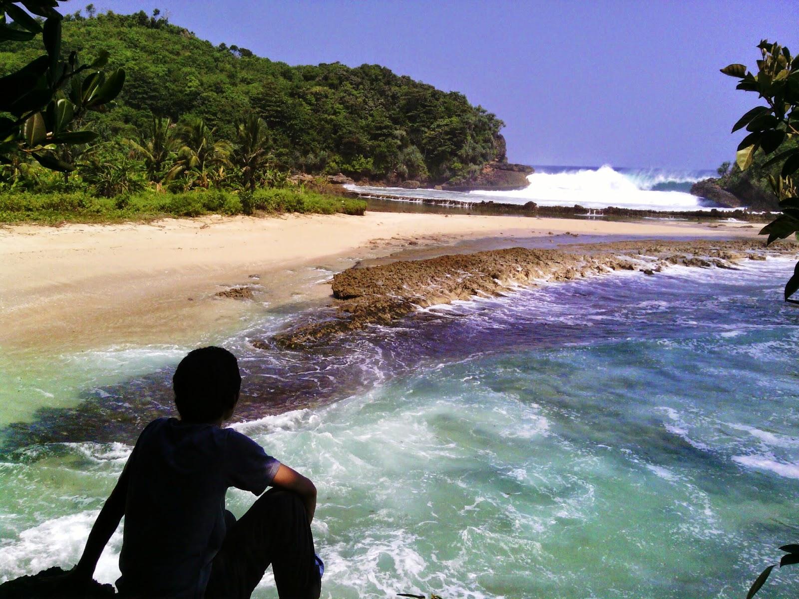 Jejak Kecilku Pantai Batu Bengkung Malang