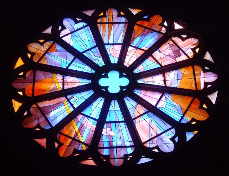 Glas-in-lood in de kathedraal van Cahors op de  pelgrimsroute van Le Puy-en-Velay