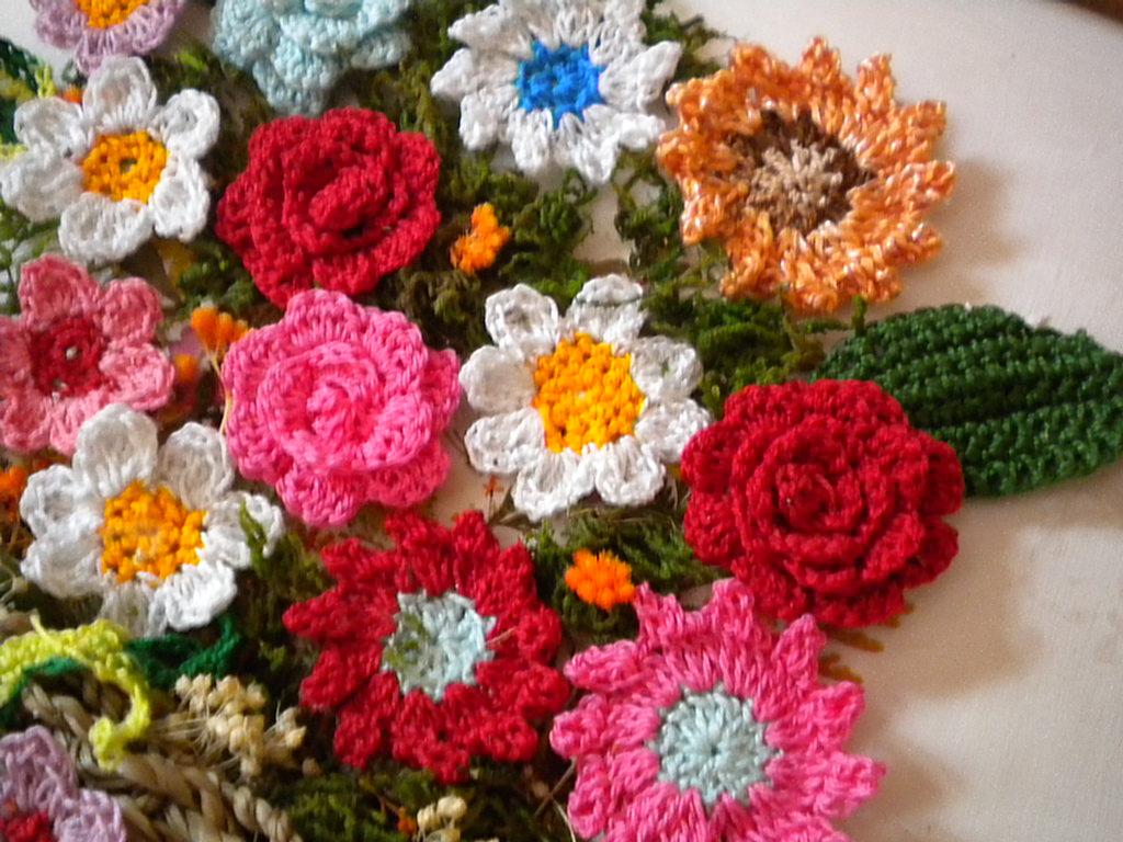Cesta con flores de ganchillo | El blog de Margarita