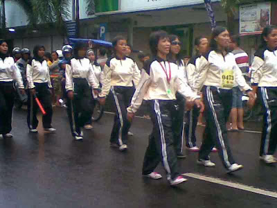 peserta gerak jalan wanita