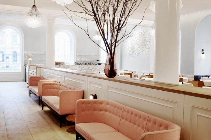 Sofás tapizados en rosa maquillaje