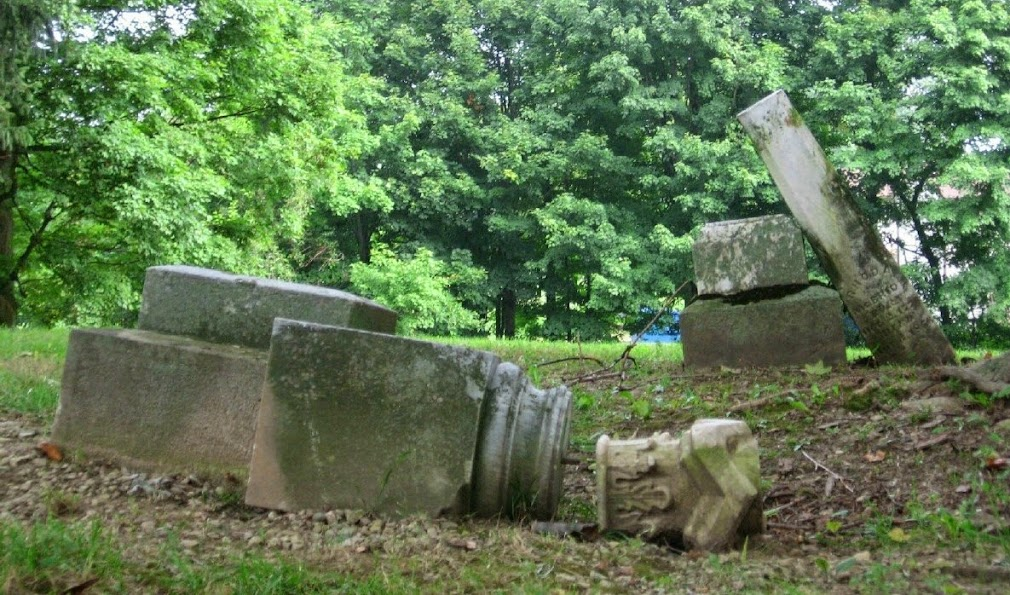 Exploring almost forgotten gravesites in Ohio