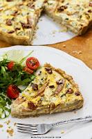 Tarta z gruszkami i serem pleśniowym i orzechami