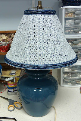 Lamp shade with trim