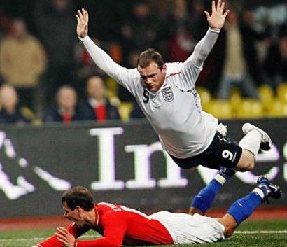 smešne slike: Rooney se baca