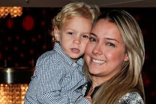 Carol Dantas, a mãe do filho de Neymar, tenta de tudo para se livrar desse rótulo que ela odeia. Dessa vez ela está investindo em uma nova alternativa para fincar seu próprio nome no mundo da mídia longe de Neymar.