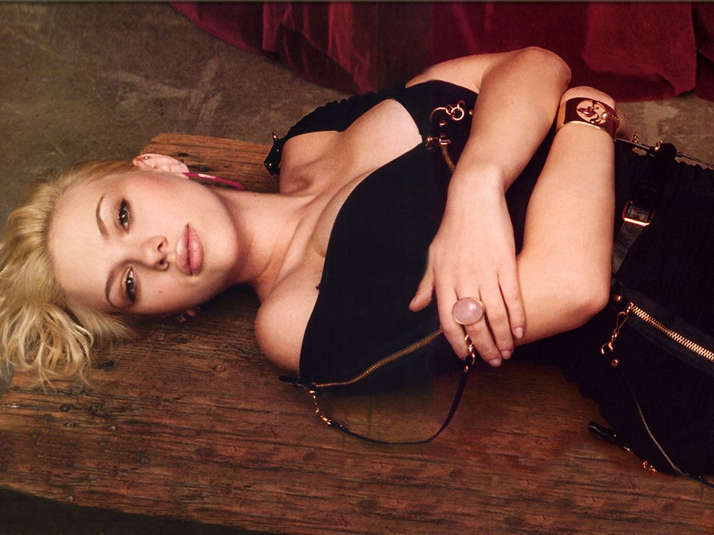 http://2.bp.blogspot.com/-CyE01JL4PFE/TqwPt0EQVmI/AAAAAAAAIa8/I-4aNHboTAw/s1600/Scarlett+Johansson+6.jpg