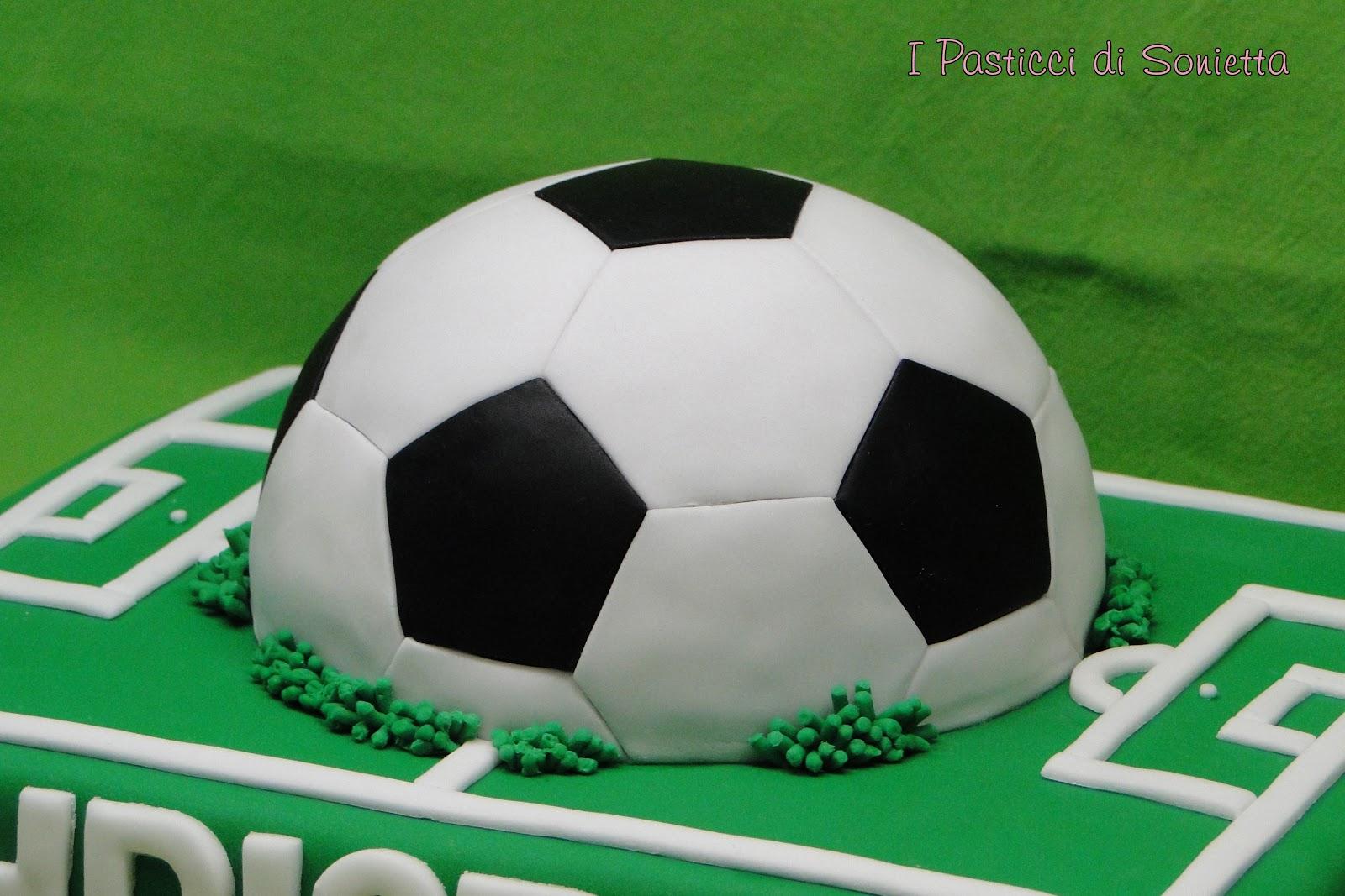 I pasticci di sonietta torta campo da calcio con pallone - Pagina da colorare di un pallone da calcio ...