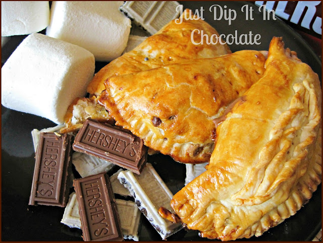 S'mores Empanadas Recipe, enjoy these delicious treat all year round. With their flaky and buttery crust and gooey chocolate center , you can't have just one! 4 ingredients and enjoy!
