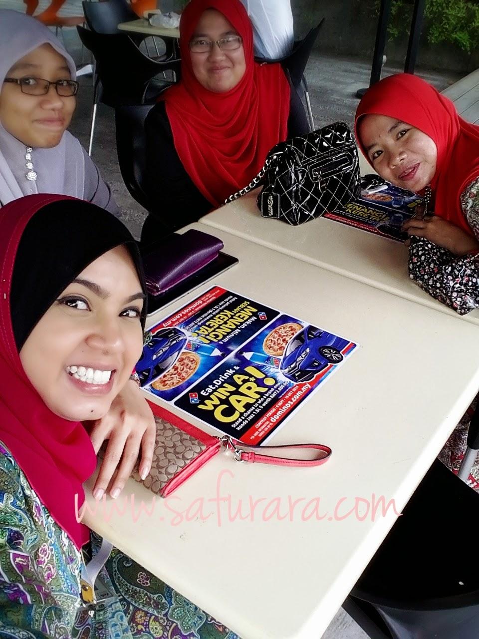 Makan Makan Dominos untuk keberangkatan officemate ke Makkah