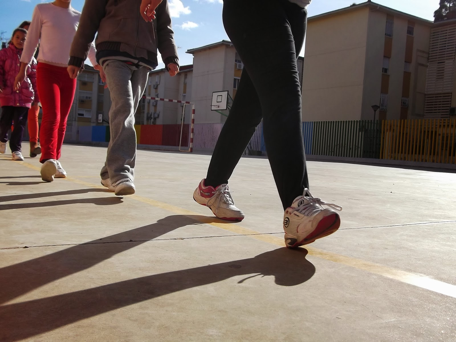 Podemos destacar el proyecto el pol gono sur da la vuelta a andaluc a donde entre los siete colegios del barrio y vecin s se ha conseguido sumar pasos y