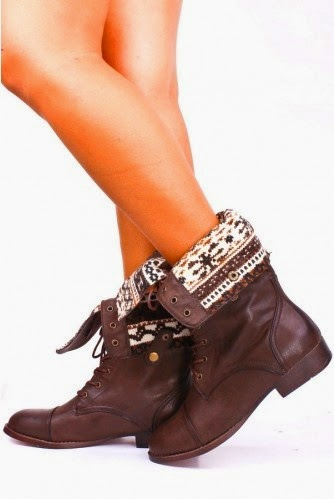 Brown Leather Boots With Printed Collar