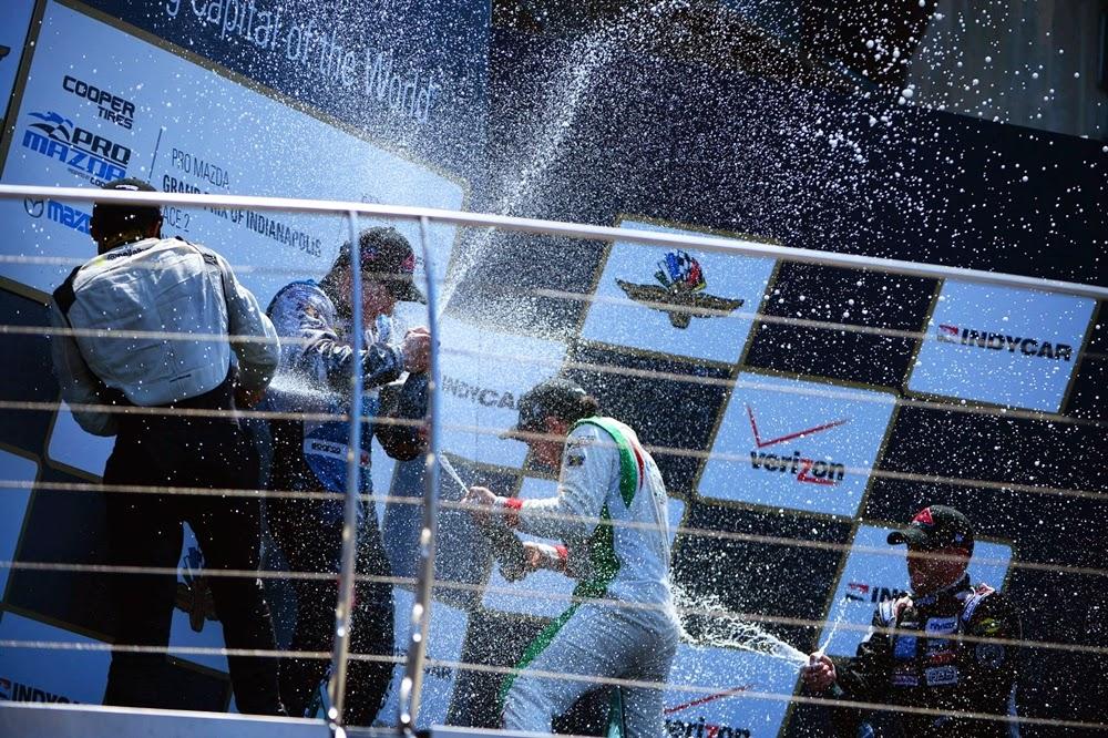 "<img src=""podium.jpg"" alt=""podium pro mazda race 2 "" title=""José Gutiérrez en el podio"" />"
