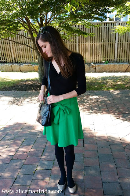 outfit, casual, dressy, Alice Manfrida, alicemanfrida, amanfrida, skirt, gold, shoes, bow, black, green