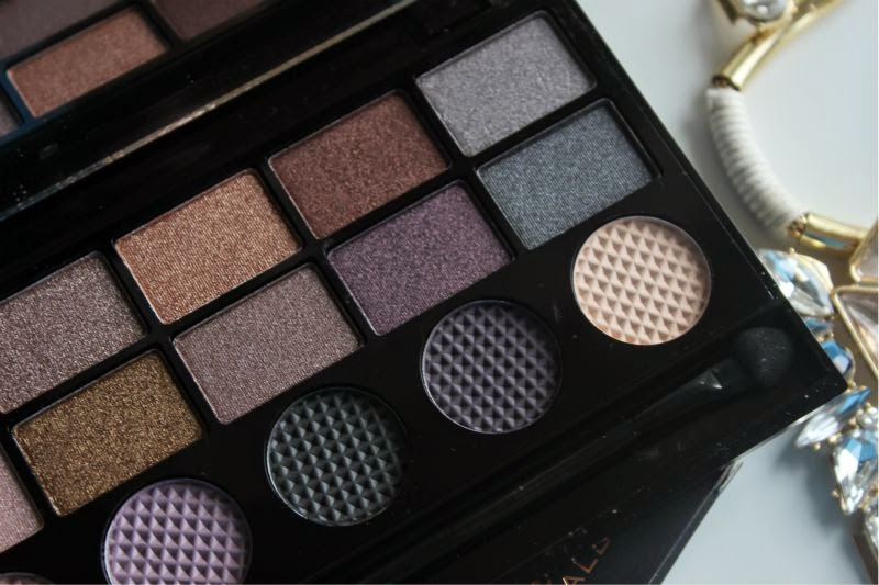 Revolution Make-Up Salvation Palette in Girls on Film