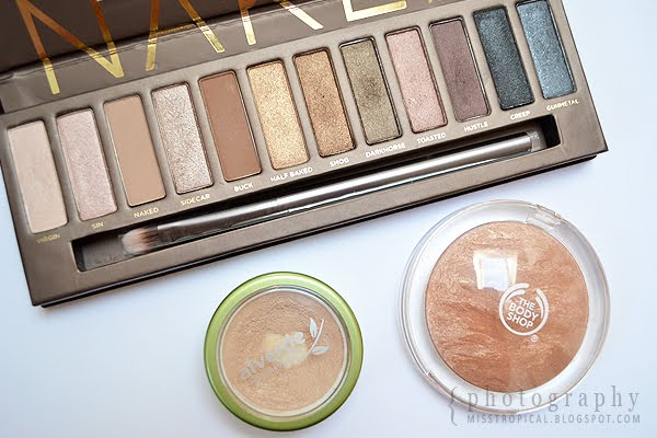 Urban Decay Naked Palette, alverde Camouflage 002 beige, The Body Shop Bronzer 02 warm glow
