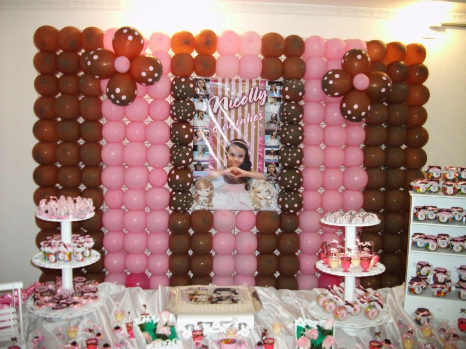 Painel de balão marrom e rosa