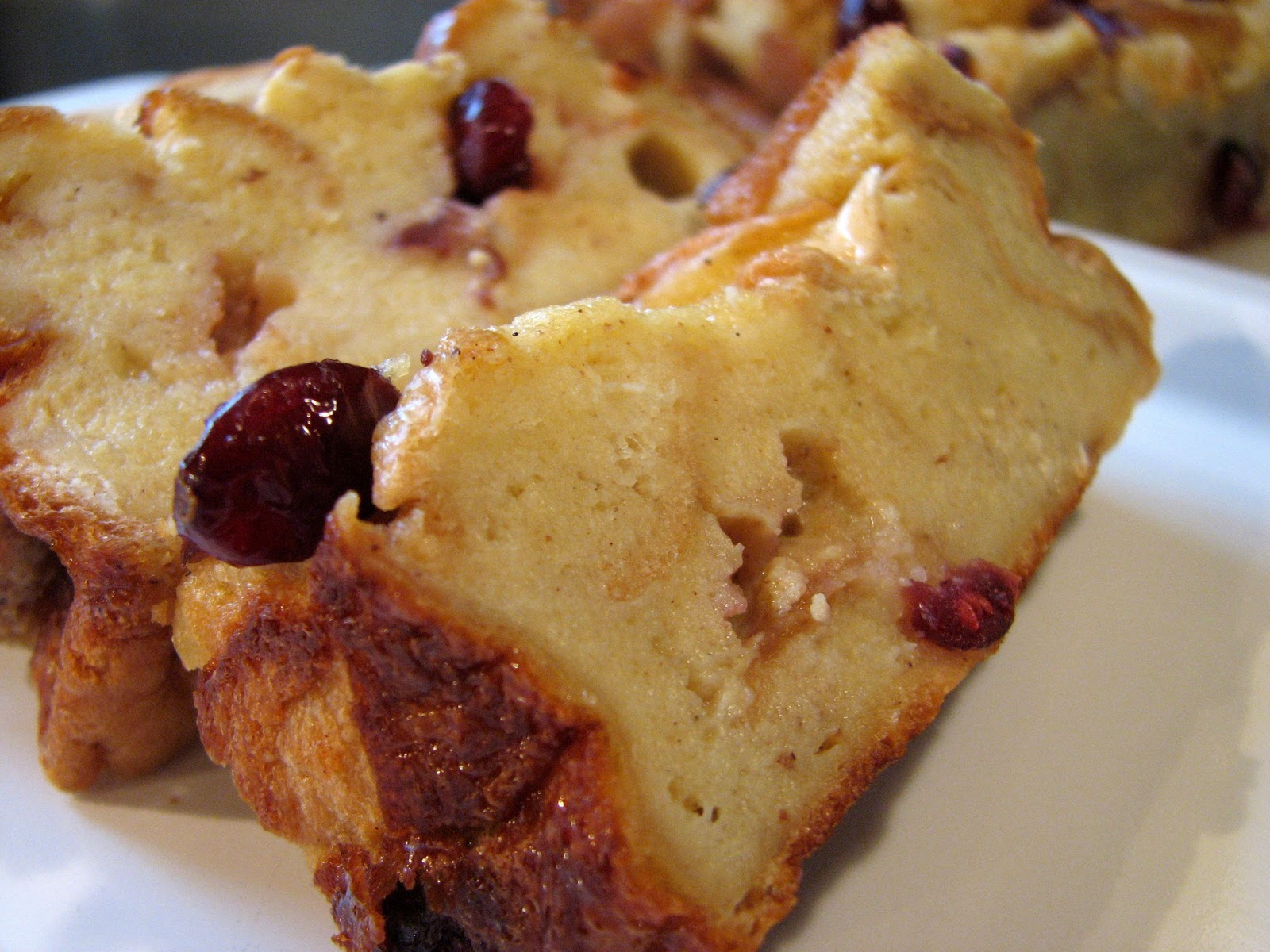 Ashleigh's Kitchen: Eggnog Bread Pudding with Craisins