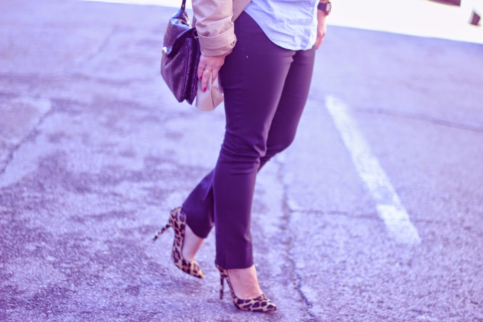 photo-leopard-stiletto-look-street_style-denim_shirt