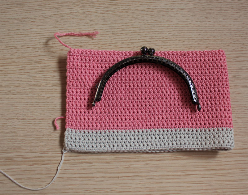 Crochet Bags And Purses Tutorial : about Crochet Purses on Pinterest Crocheted purses, Coin purse ...