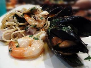 Seafood linguini image