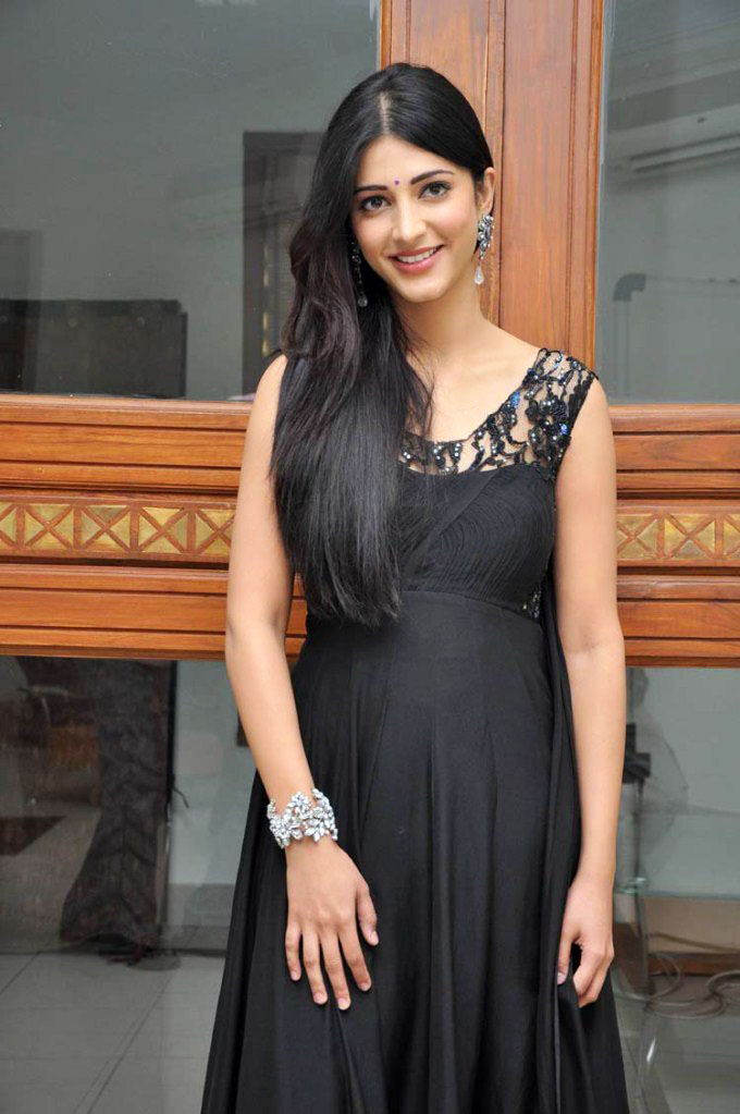 Shruti Haasan 1 - Shruti Haasan Hot in Black Dress